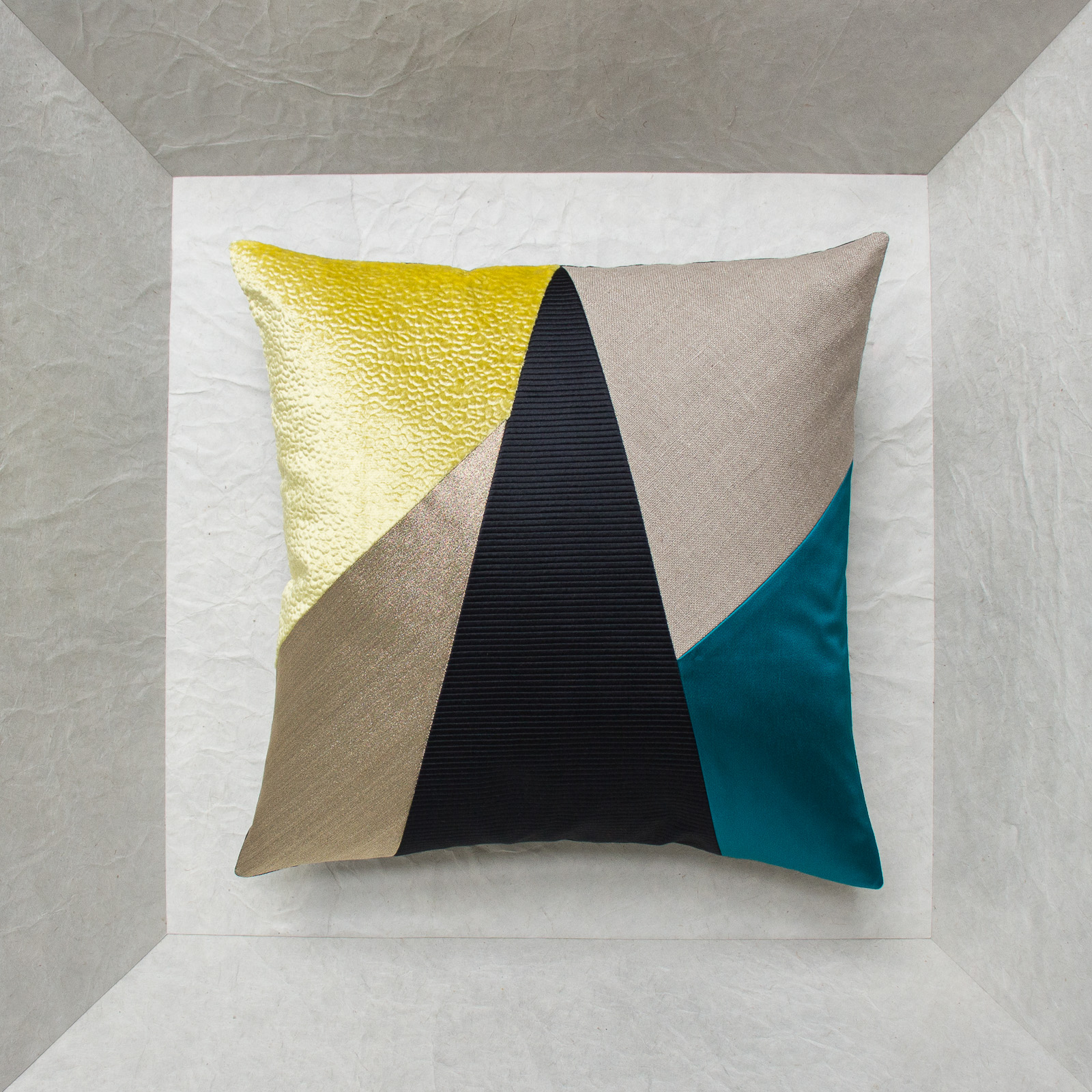 coussin design triangle